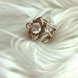 Jewelry - Set of three flower Lotus engagement ring